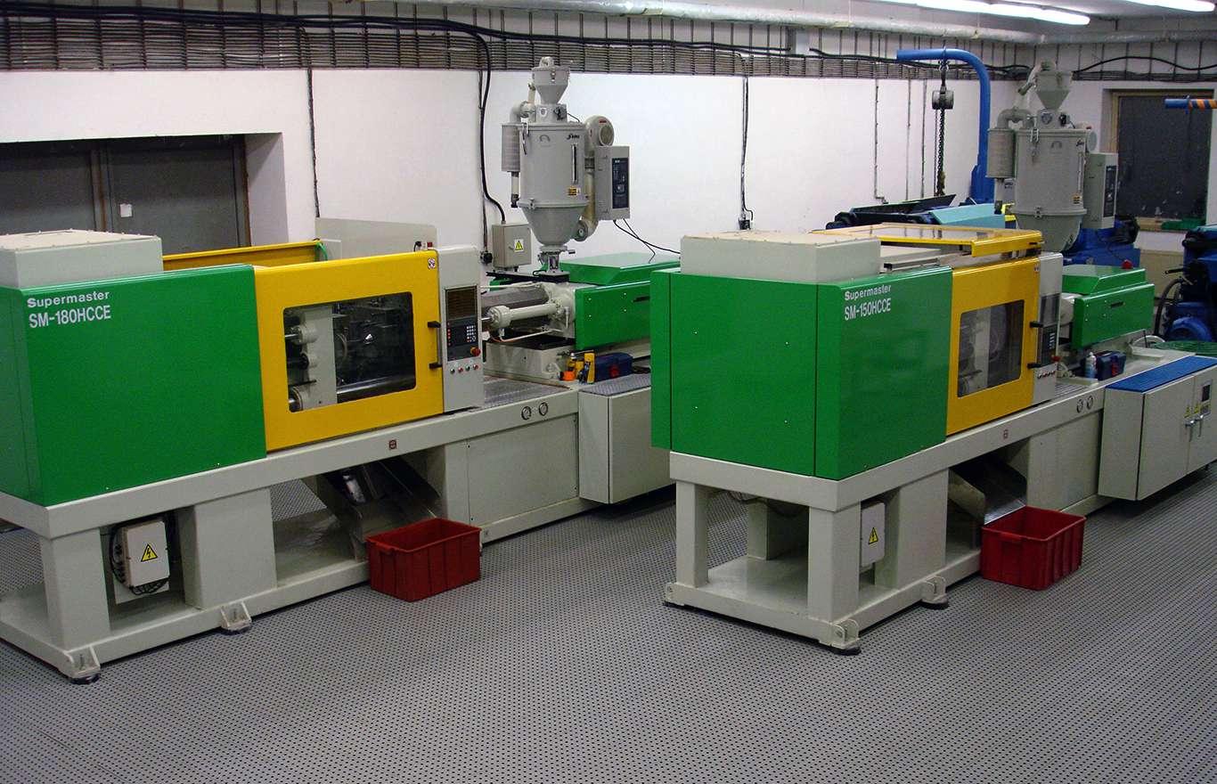 Výroba plastů - lisovna